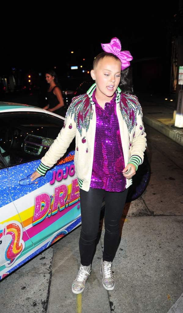 "jojo siwa, sequined top, skinny jeans, bomber jacket, sparkly sneakers, Joelle Joanie ""JoJo"" Siwa and a friend dine at Craig's in West Hollywood on June, 28 2020. 28 Jun 2020 Pictured: Joelle Joanie Siwa, Jojo Siwa. Photo credit: twoeyephotos/MEGA TheMegaAgency.com +1 888 505 6342 (Mega Agency TagID: MEGA685136_004.jpg) [Photo via Mega Agency]Joelle Joanie ""JoJo"" Siwa and a friend dine at Craig's in West Hollywood on June, 28 2020. 28 Jun 2020 Pictured: Joelle Joanie Siwa, Jojo Siwa. Photo credit: twoeyephotos/MEGA TheMegaAgency.com +1 888 505 6342 (Mega Agency TagID: MEGA685136_005.jpg) [Photo via Mega Agency]"