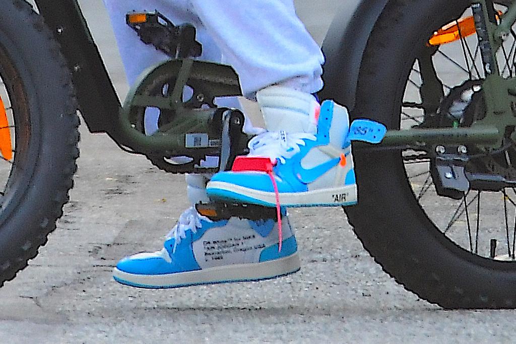 justin bieber, style, beanie, sweatshirt, sneakers, off-white, nike, sunglasses, bike