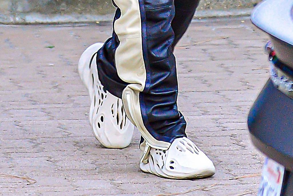 kanye west, yeezy foam runner, style, adidas yeezy, hoodie, shoes, sneakers