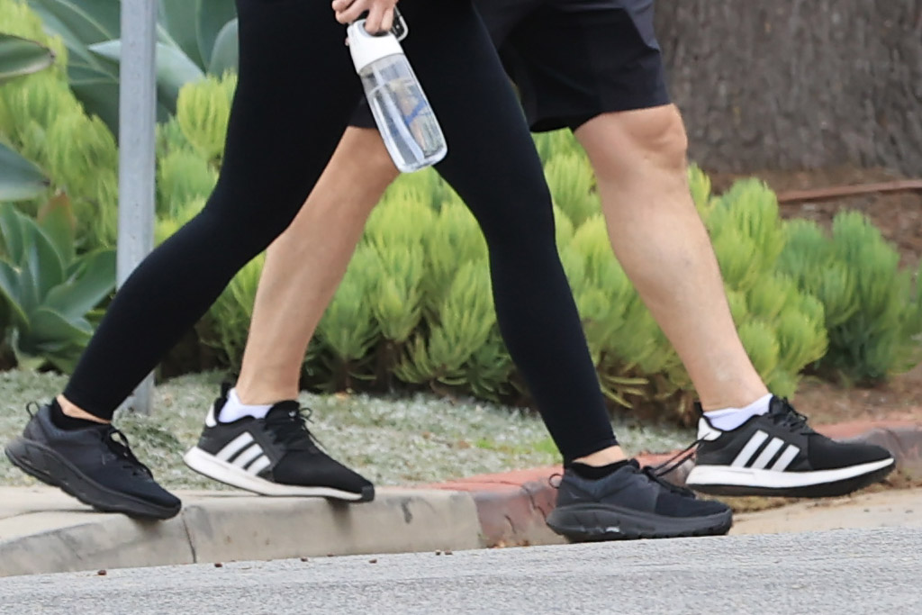 Katherine Schwarzenegger, Chris Pratt, walk, style, sneakers, leggings