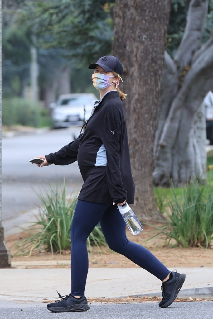 Katherine Schwarzenegger, Chris Pratt, walk, style, sneakers, leggings, hoka one one, mask, tie-dye
