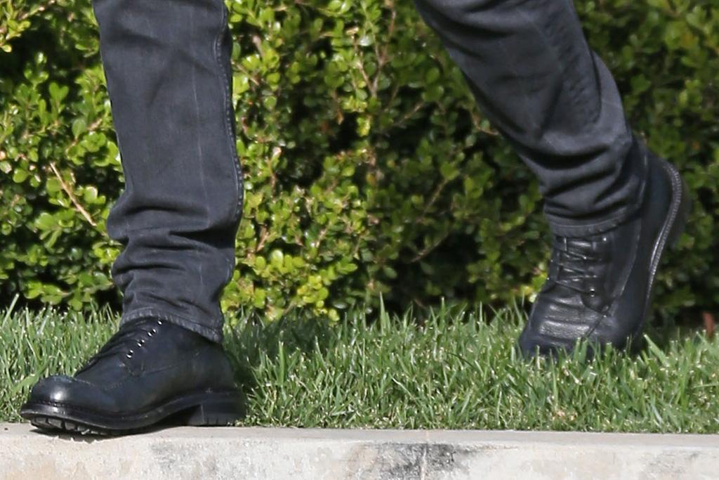 matt damon, style, t-shirt, hat, boots, jeans, style