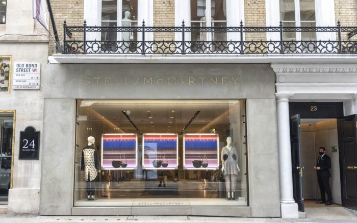 The shopfront of the Stella McCartney store in the prestigious Old Bond Street. (Photo by Dave Rushen / SOPA Images/Sipa USA)(Sipa via AP Images)