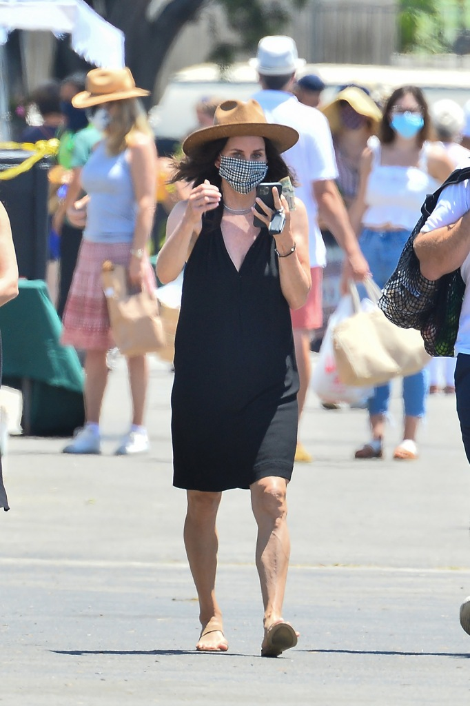 Courteney Cox , big-toe sandals, little black dress, legs, wears a little black dress to the farmer's market in Malibu. 12 Jul 2020 Pictured: Courteney Cox. Photo credit: Snorlax / MEGA TheMegaAgency.com +1 888 505 6342 (Mega Agency TagID: MEGA688088_006.jpg) [Photo via Mega Agency]