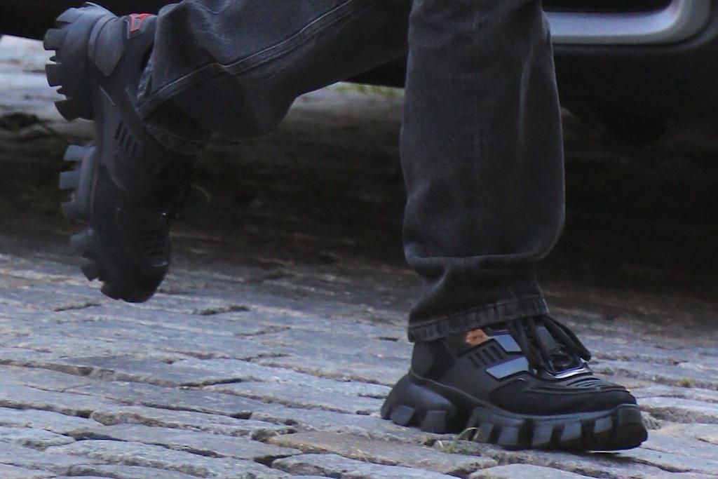 Dua Lipa, prada sneakers, chunky shoes, street style, nyc, fashion, july 2020