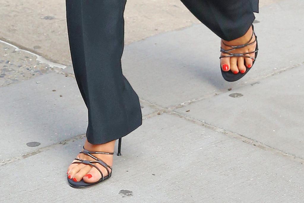 dua lipa, style, 90s, pants, bodysuit, heels, new york