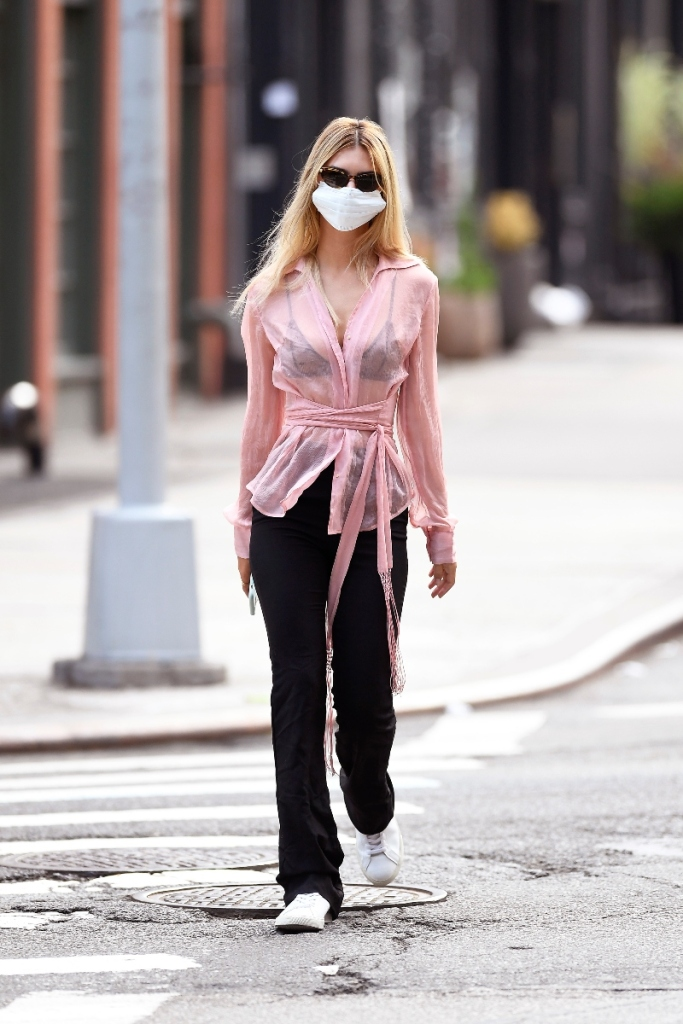 emily ratajkowski, style, sheer shirt, pants, pink, sneakers, mask, veja, shopping