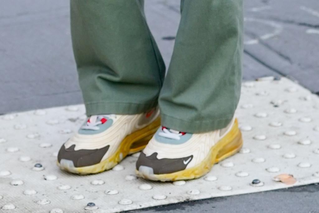 Emily Ratajkowski, street style, travis scott x nike, sneakers, shoe detail, fashion