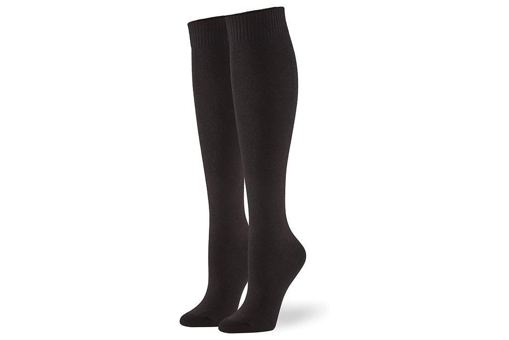 hue, black socks