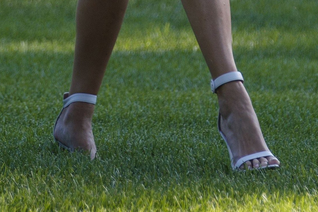Ivanka Trump, gianvito rossi shoes, white sandals, toes, pedicure, feet, celebrity style,
