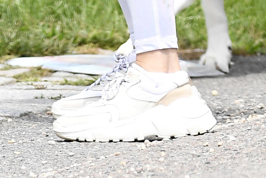 Jennifer Lopez, j-lo, last sprint, last sneakers, street style, hamptons, ny
