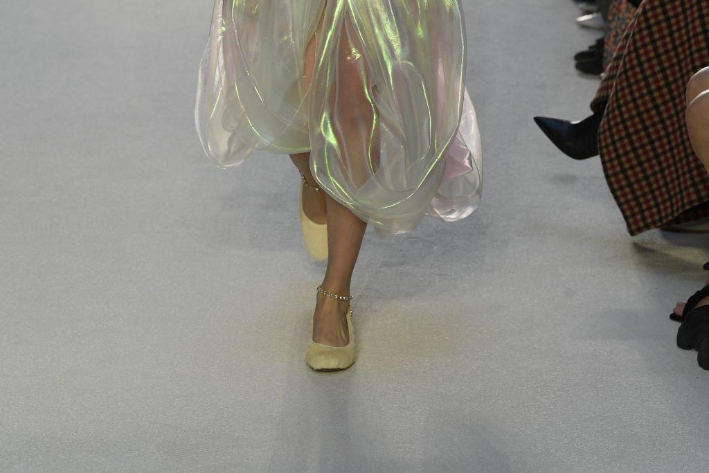 jw anderson, fall 2020, fall 2020 fashion trends, fall 2020 trends, fall 20 trends, fashion trends, shoe trends, ballet flat, ballet flat fall 2020