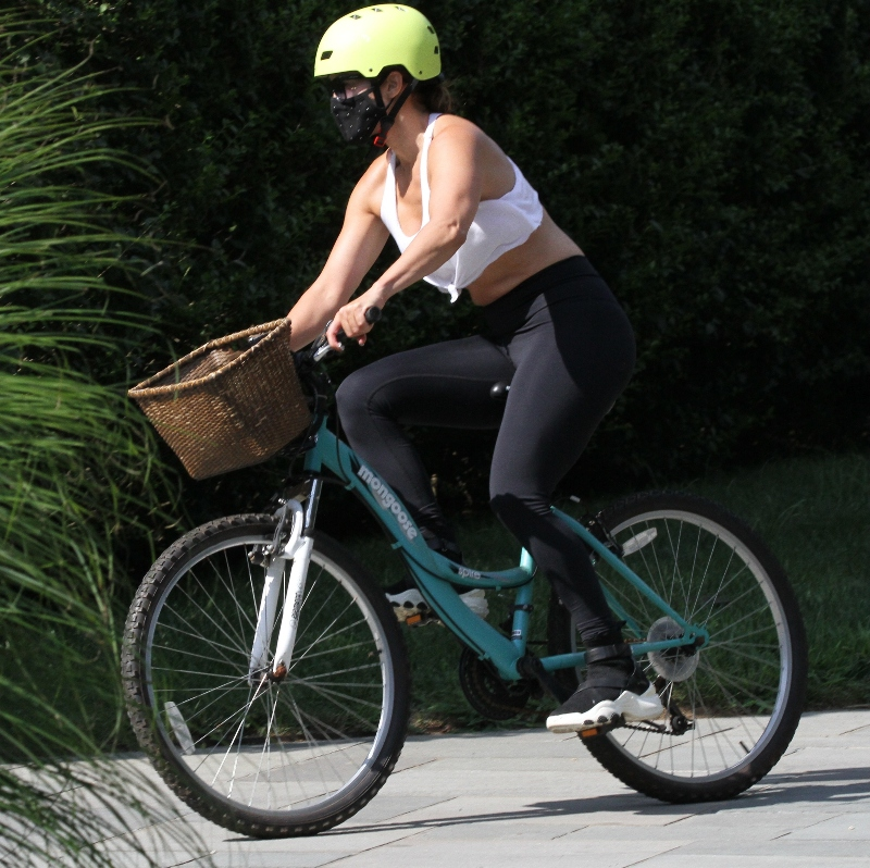 jennifer lopez, bike, ride, helmet, sneakers, leggings, hamptons, sports, bra, crop top
