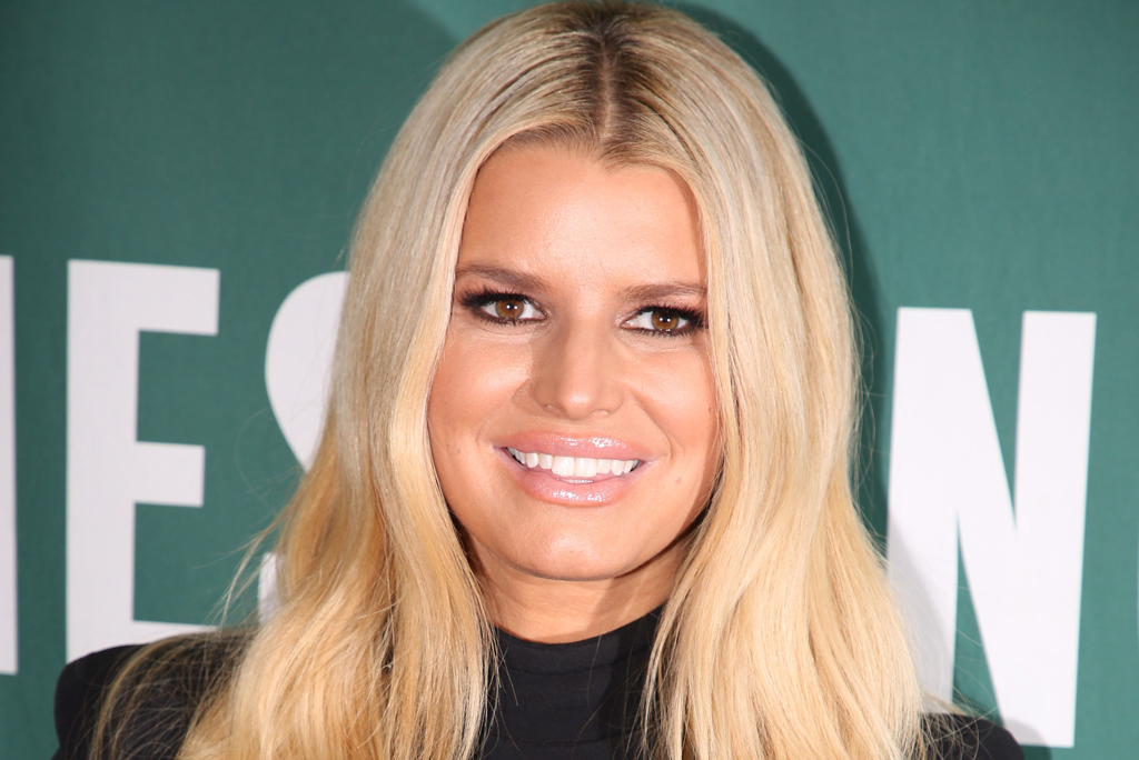 Jessica Simpson Braves the Snow Wearing a Bikini and 4-Inch Faux Fur Heels -