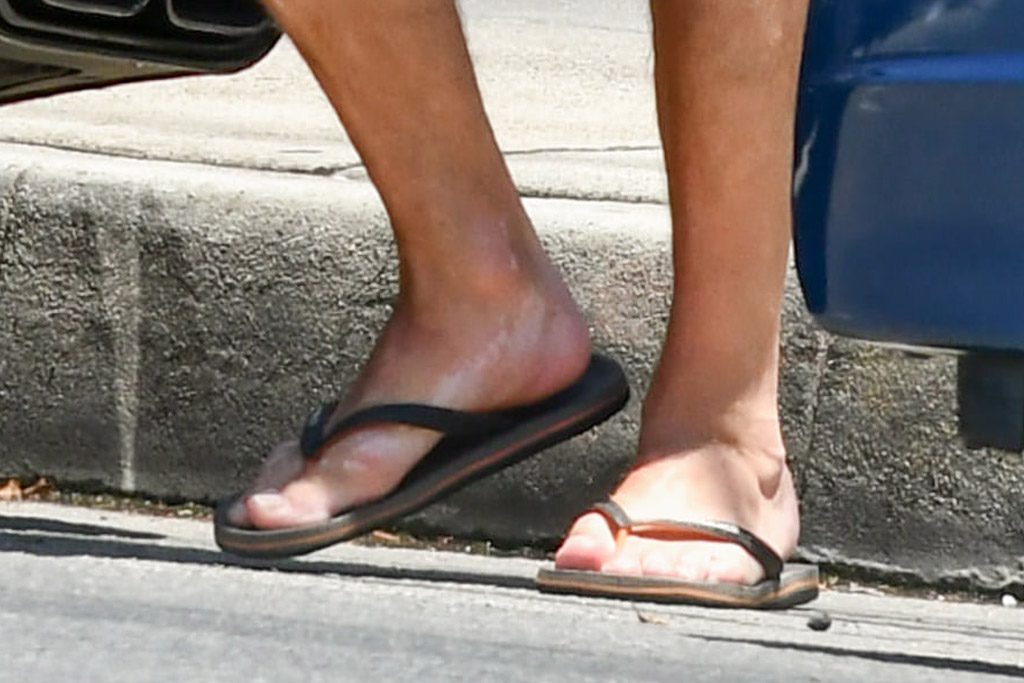 john hamm, style, shoes, flip flops, shorts, bandana, los angeles, car, actor
