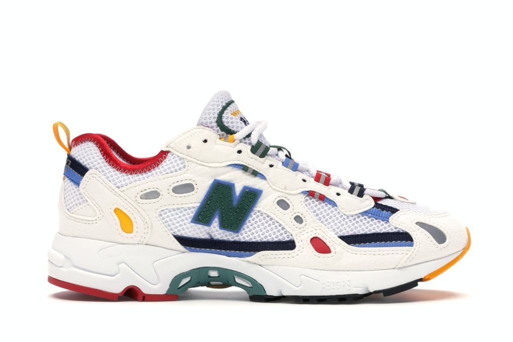 new balance, new balance aime leon dore, aime leon dore, dad shoe, dad shoe trend, bella hadid, bella hadid style, mom jeans