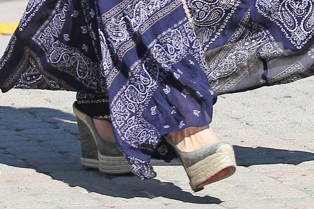 Paris Hilton, wedge heels, street style