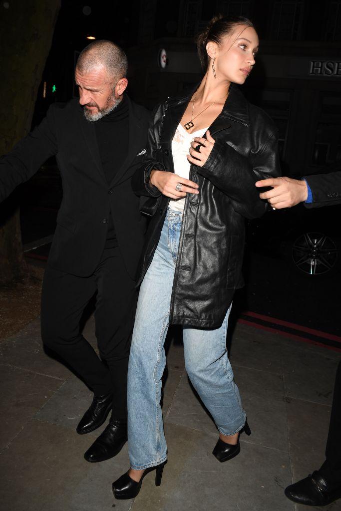 bella hadid, mom jeans, bella hadid street style, street style, fashion week