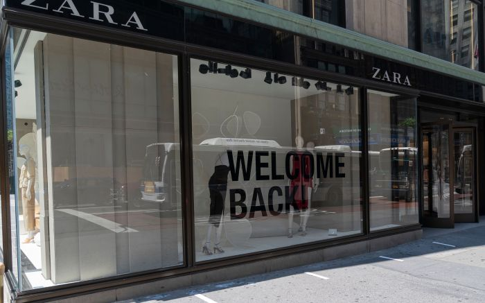 Retail stores start to serve customers indoors as New York City enters phase 2 of reopening. Zara women designer clothing store with huge Welcome Back sign. Governor Andrew Cuomo has announced that New York City is on track for Phase 2 after data shows numbers of new infections and hospitalization is down.NYC restaurants, retail stores on Phase 2 reopen, New York, United States - 22 Jun 2020