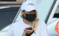 sofia richie, white t-shirt, shirt, hat,