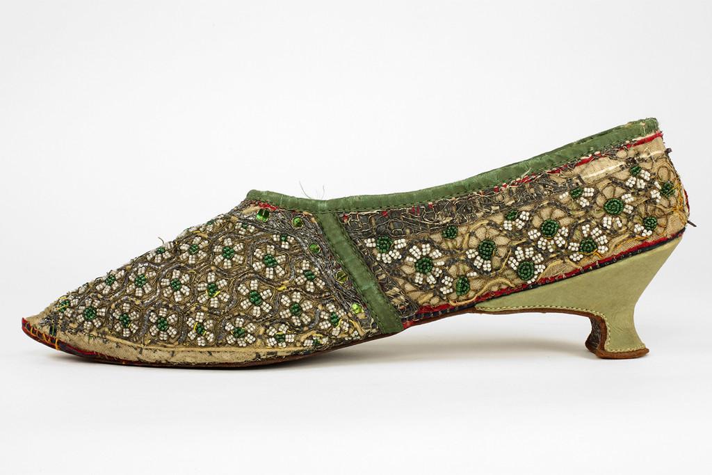 bata shoe musuem, 18th century jutti, bata shoe musuem the great divide