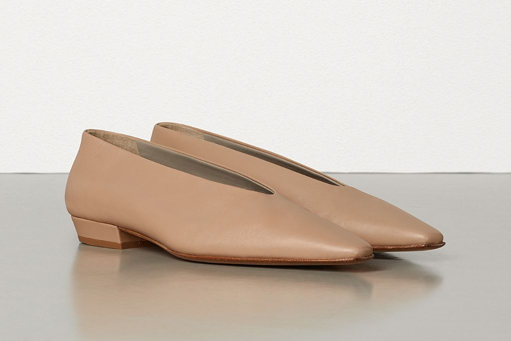 bottega veneta, bottega veneta almond toe, bottega veneta square toe, ballet flat, ballerina, fall 2020 shoe trends, fall 2020 fashion trends, bottega veneta shoes