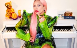 Lady Gaga, Klarna