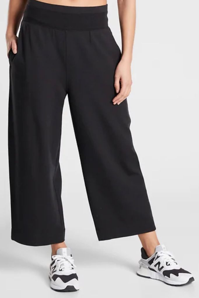 athleta, sweatpants, athleta sweatpants, women's sweatpants, cropped sweatpants, black sweatpants, zoe kravitz