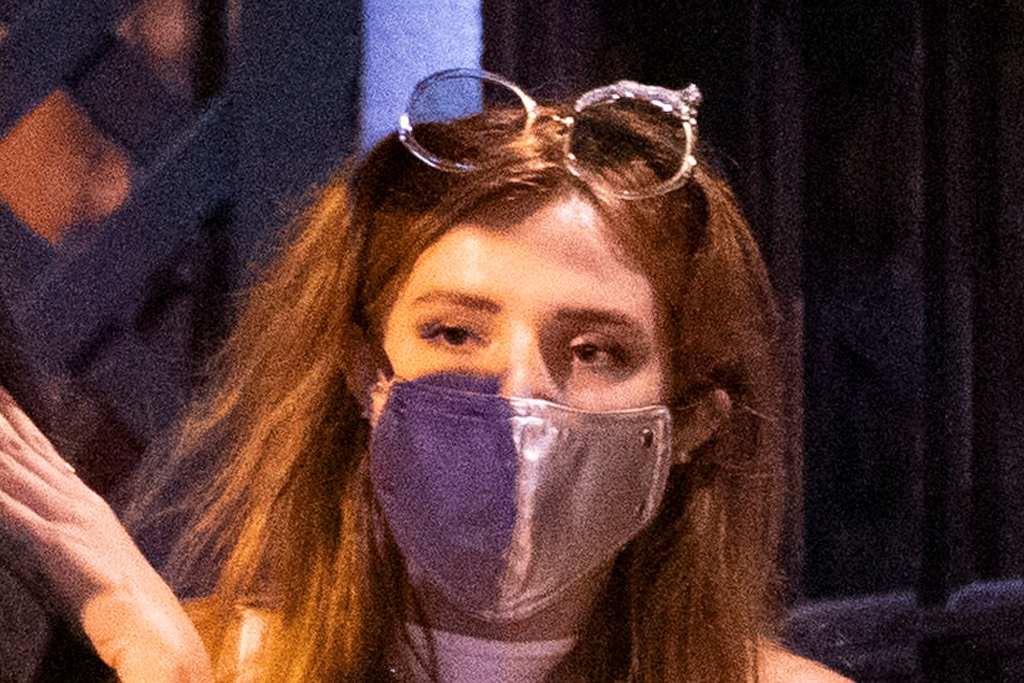 Bella Thorne Glows In A Crop Top Sweats Chunky Chanel Sneakers Pochta News