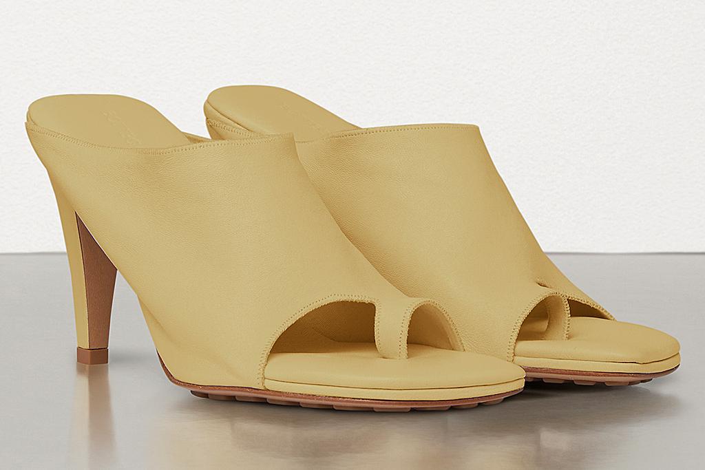 bottega veneta, yellow sandals, big toe
