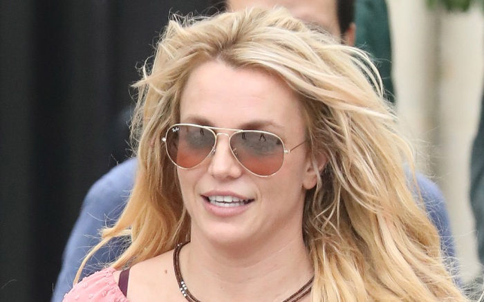 Britney Spears Sports Bra Shorts Sneakers Are Made For Handstands Eurostars Eureka News