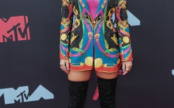 Taylor Swift wearing Versace arrives at the 2019 MTV Video Music Awards