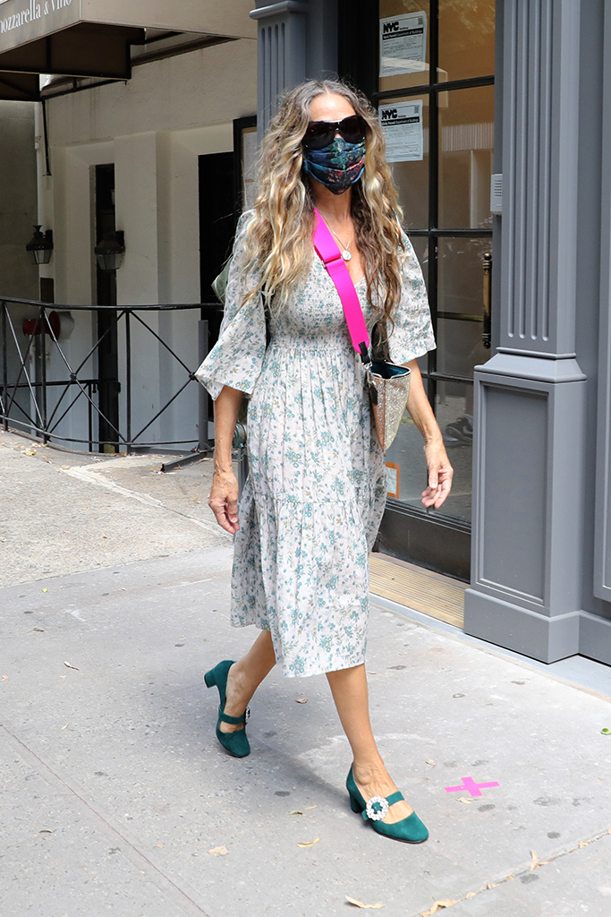 "Sarah Jessica Parker pictured in a very summer dress but safe wearing her mask as she arrives to her NYC Flagship store for her ""SJP Collection"" in Midtown, Manhattan.Pictured: Sarah Jessica ParkerRef: SPL5177088 150720 NON-EXCLUSIVEPicture by: Jose Perez / SplashNews.comSplash News and PicturesUSA: +1 310-525-5808London: +44 (0)20 8126 1009Berlin: +49 175 3764 166photodesk@splashnews.comWorld Rights"