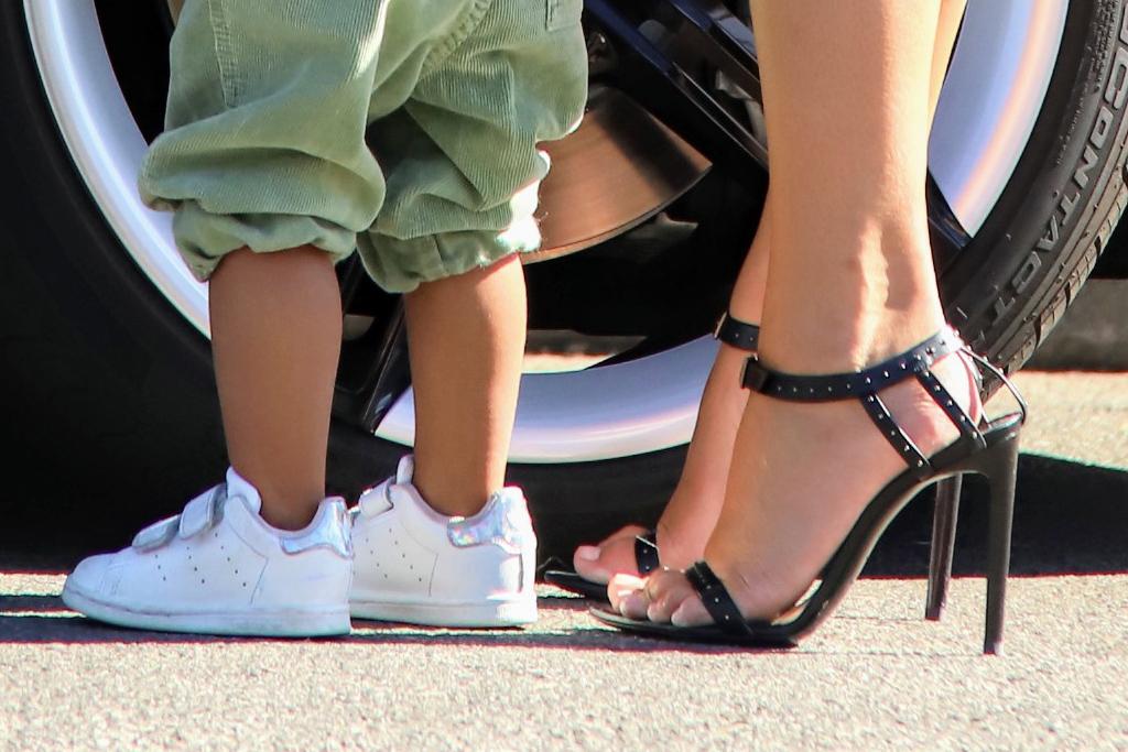 chrissy teigen, pregnant, baby bump, heels, biker shorts, style, son, baby, black sandals