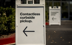 Sign advertising Contactless Curbside Pickup at