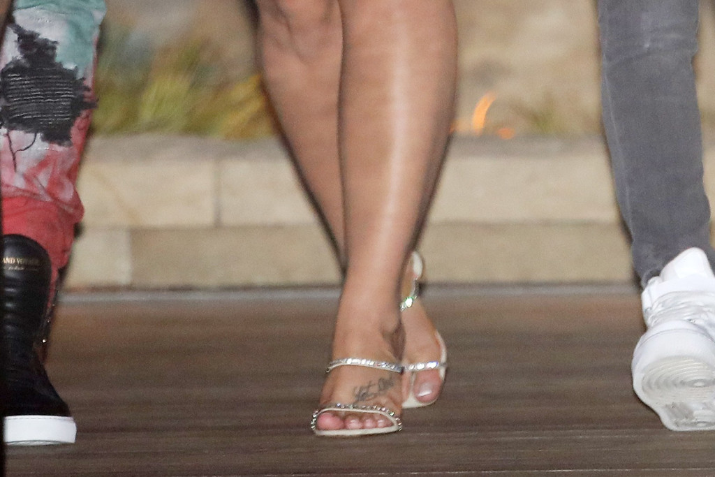 demi lovato, demi lovato style, demi lovato feet