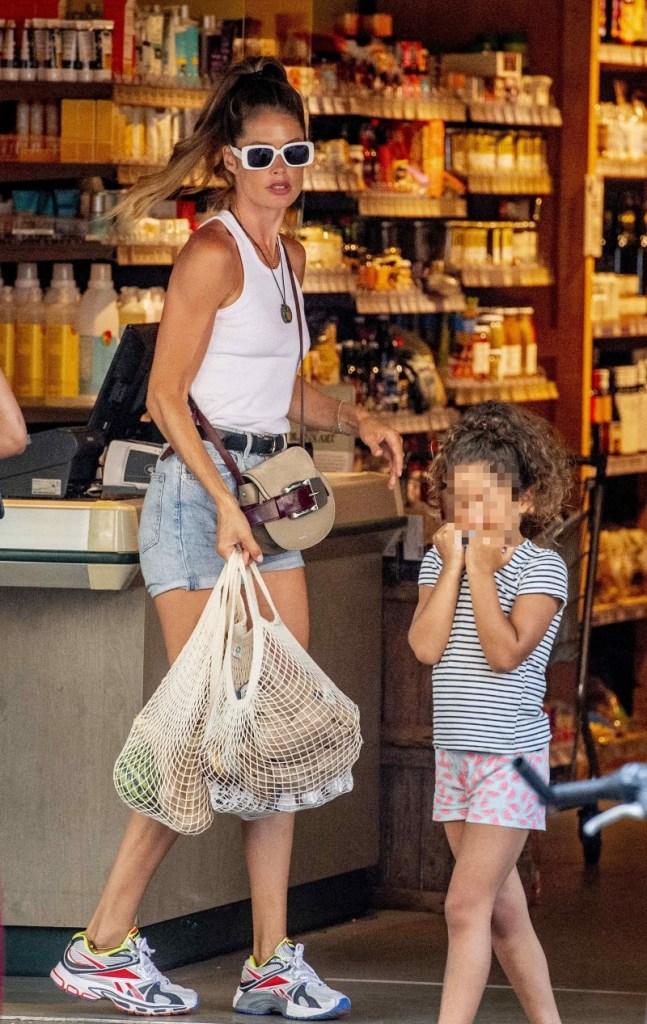 doutzen kroes, daughter, kids, sneakers, shopping, t-shirt, shorts, reebok, amsterdam