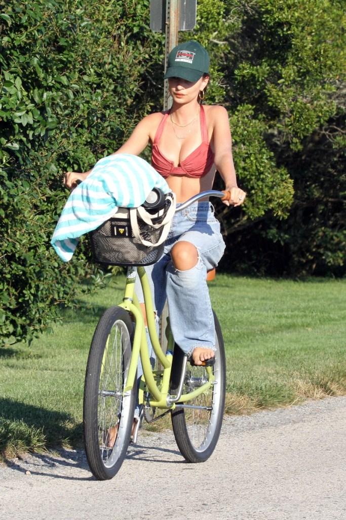 emily ratajkowski, bike ride, bikini, jeans, hamptons, beach
