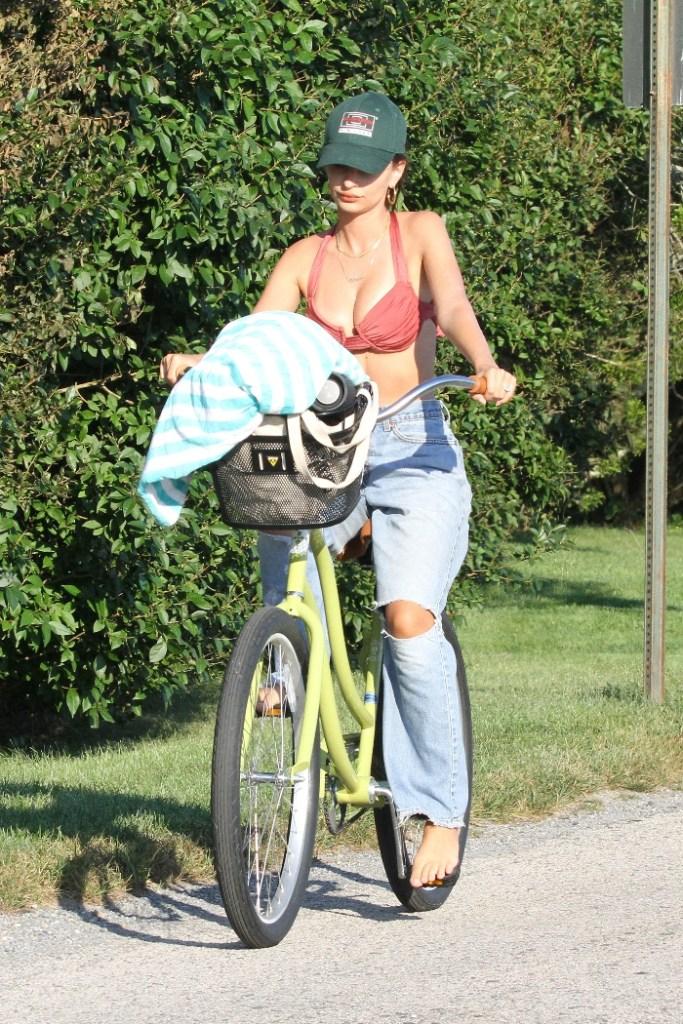 emily ratajkowski, bike ride, bike, jeans, bikini, hat, hamptons, new york, beach, husband