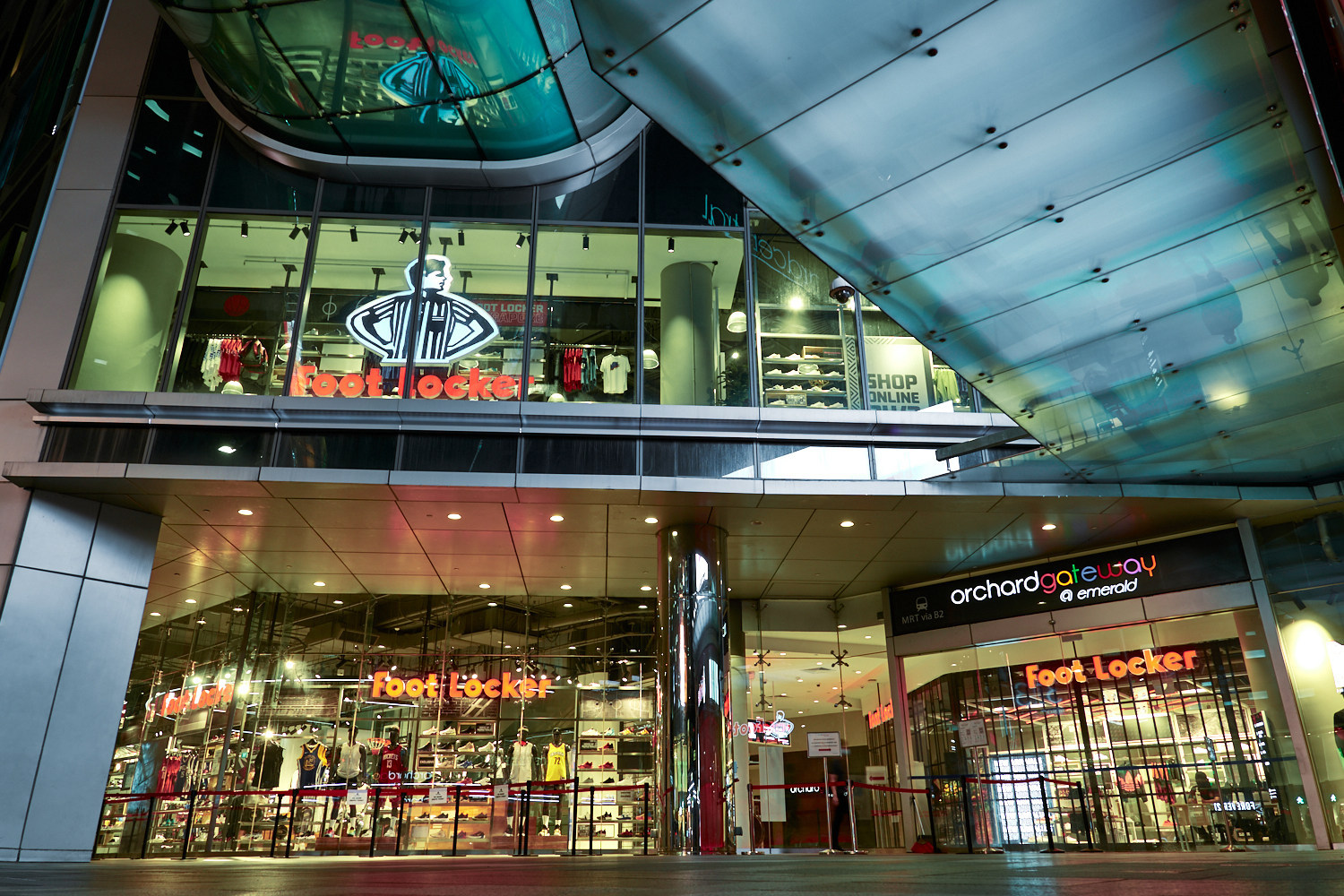 Tantos Espinoso a la deriva  Foot Locker's New Store in Singapore Made for Basketball, Sneaker Fans –  Footwear News