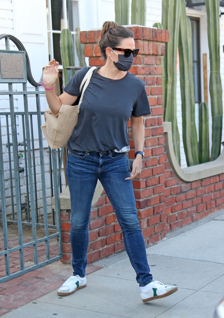 jennifer garner, skinny jeans, t-shirt, sneakers, los angeles, style