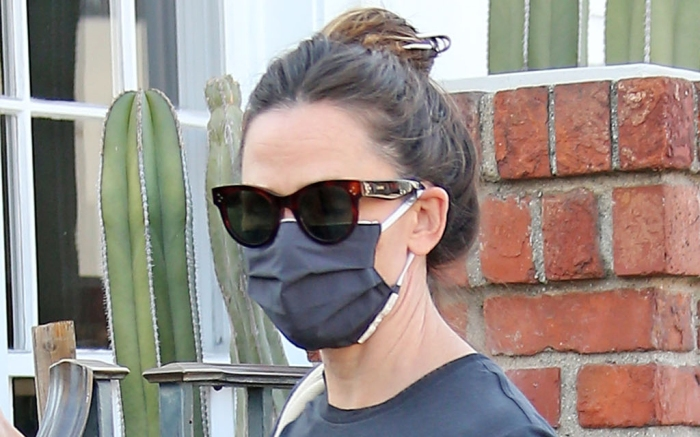 jennifer-garner-style-glasses-mask-shirt