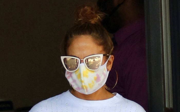 jennifer-lopez-mask-sunglasses-style