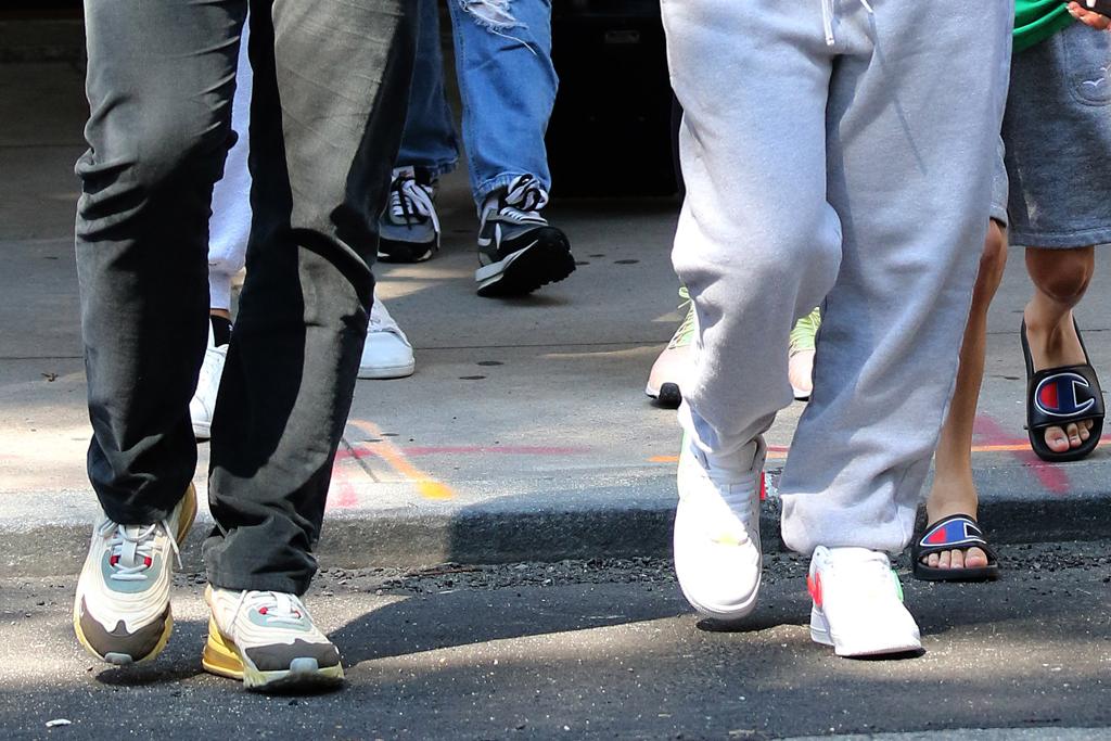 jennifer lopez, j-lo, style, sweatpants, t-shirt, crop top, sneakers, nike, arod, alex rodriguez, travis scott sneakers, new york