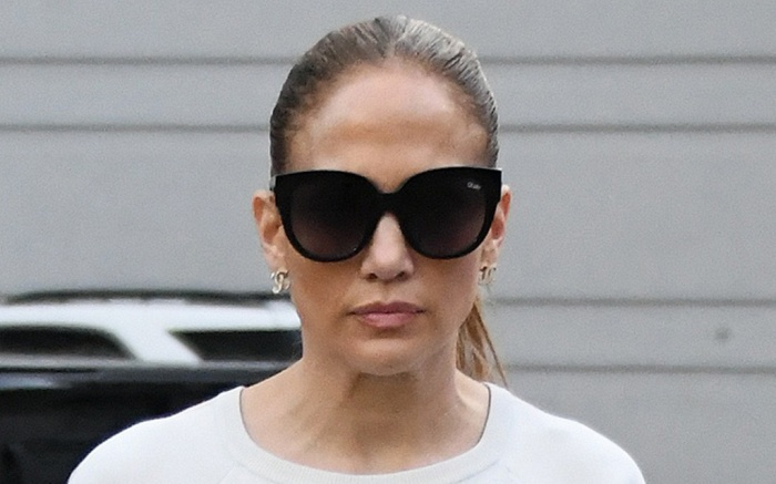jennifer-lopez-sweats