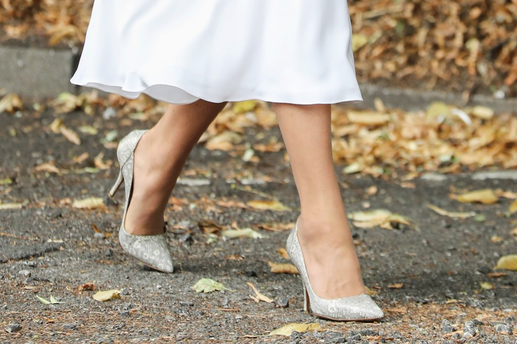 kate middleton shoes, kate middleton white dress, kate middleton august 2020