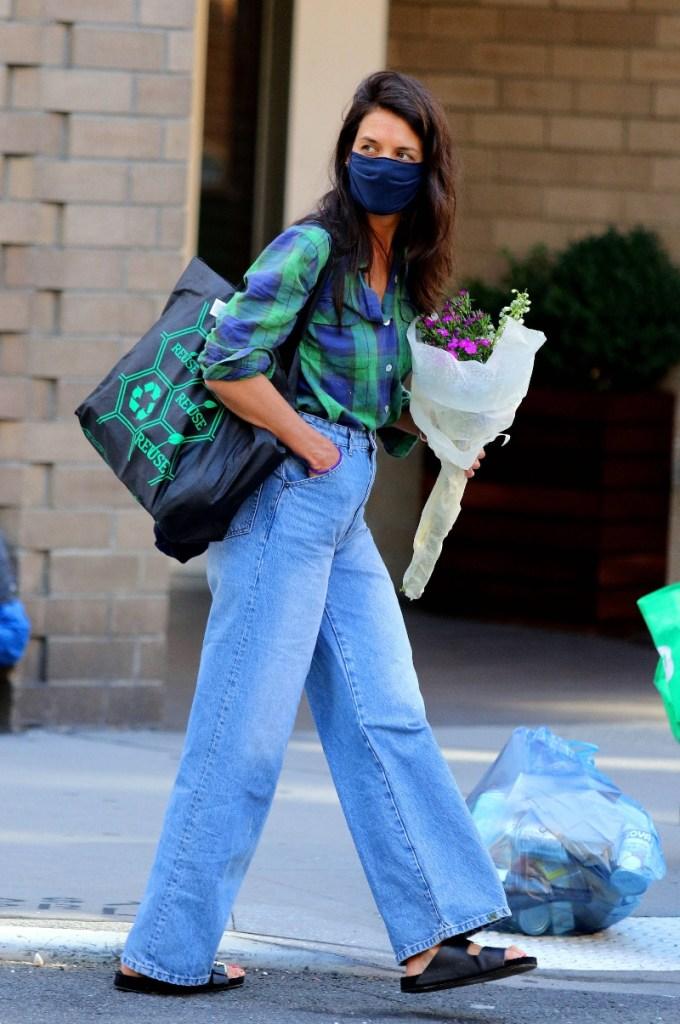 katie holmes, jeans, sandals, flannel, black sandals, ugly sandals, slides, flowers, new york