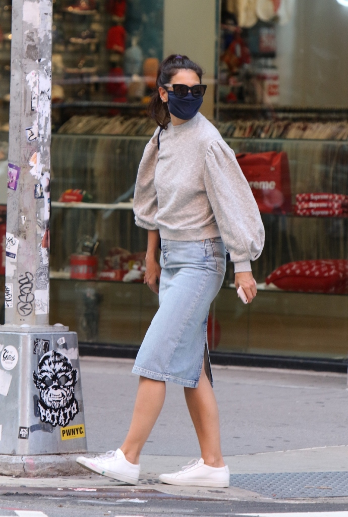 katie holmes, sweater, skirt, jean skirt, denim, sneakers, white, common projects, new york