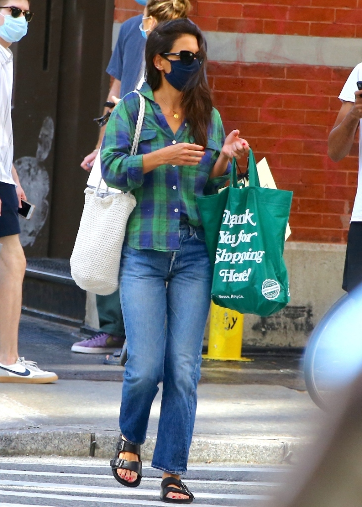 katie holmes, flannel, jeans, sandals, ugly sandals, mask, new york