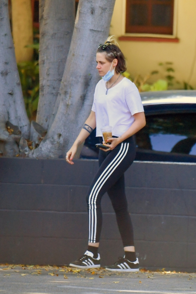 kristen stewart, leggings, sneakers, adidas, style, shirt, mask, shoes, emma roberts